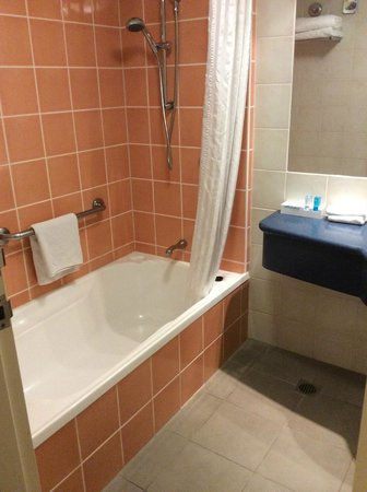 Novotel Cairns Oasis Resort: Standard Room Bathroom