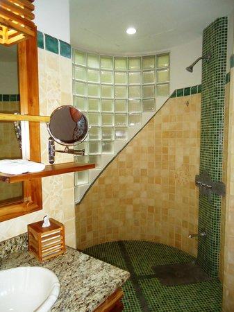 Arenas del Mar Beachfront and Rainforest Resort, Manuel Antonio, Costa Rica: fantastic showers