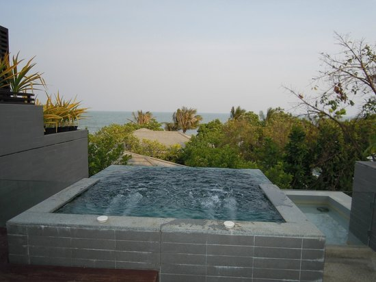 Rest Detail Hotel Hua Hin: View From Jacuzzi