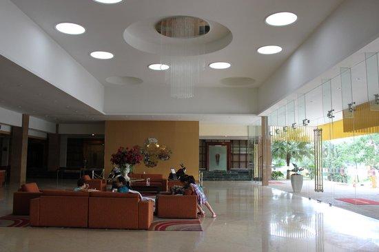M Suites Hotel: lobby