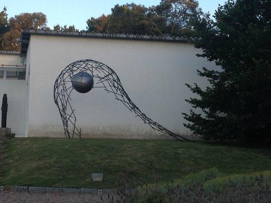 Fundacion Pablo Atchugarry: Escultura metálica
