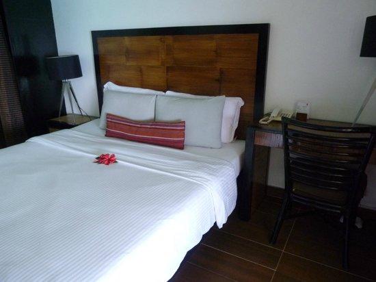 Nami Resort: ベッド周り