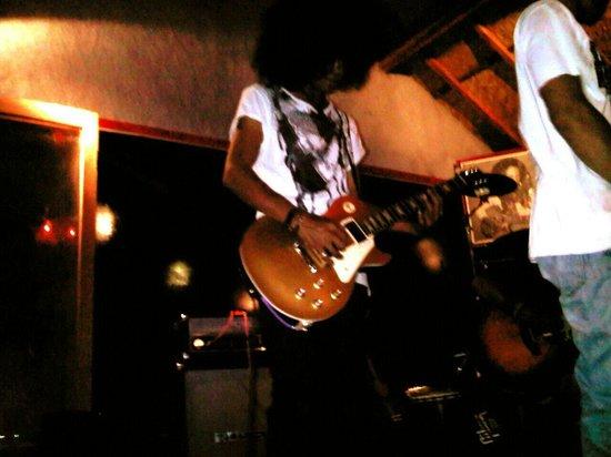Paradise Bar: Live music Malam Minggu