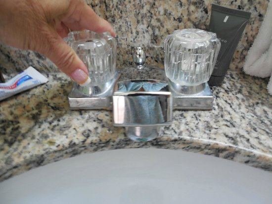 Chesapeake Beach Resort : Faucet needs to be replace or bolted down