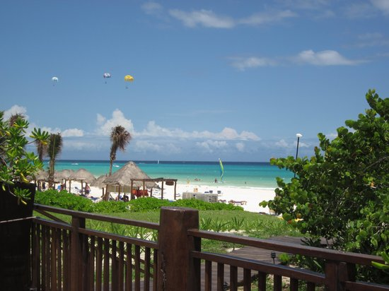 Sandos Playacar Beach Resort: Kite beach next door!