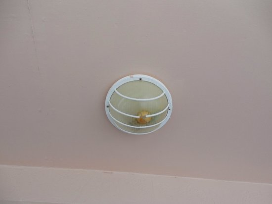 Chesapeake Beach Resort: Ceiling light on Balcony