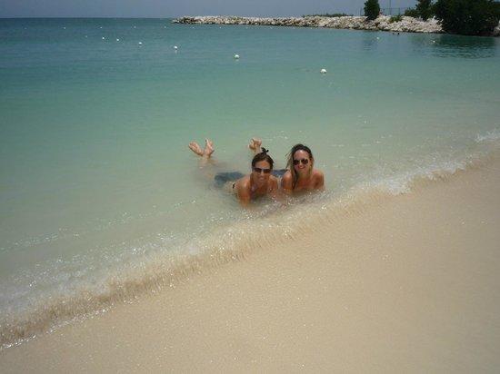 Hotel Riu Palace Jamaica : Beach bums