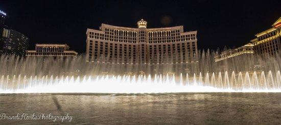 Fontaines du Bellagio : Bellagio Fountains at night