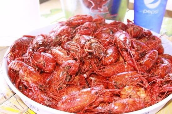 R and R Seafood: crawfish on a sunny day