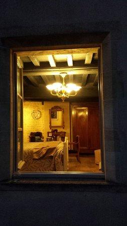 Le Manoir Sainte Victoire: Cocteau room