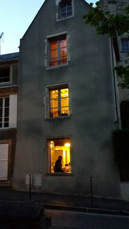 Le Manoir Sainte Victoire : View from street