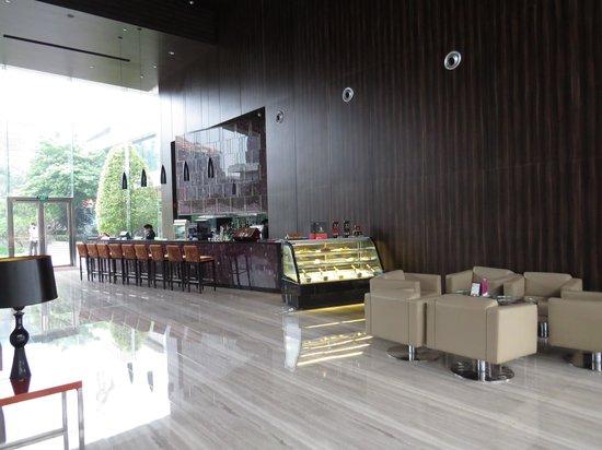 Crowne Plaza Guangzhou Huadu: Bar & Lounge area