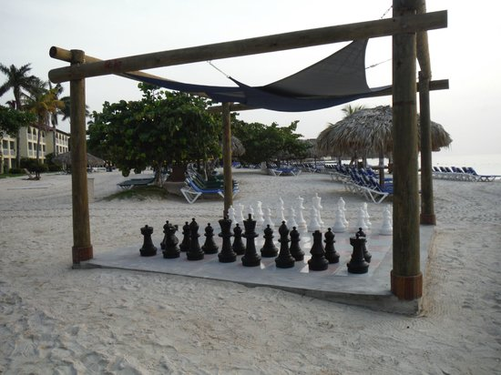Sandals Montego Bay : Views around the resort - the giant chess board