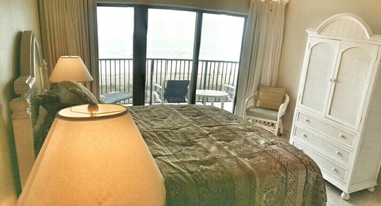 Seabreeze Beach Resort : Master bedroom with amazing beach view