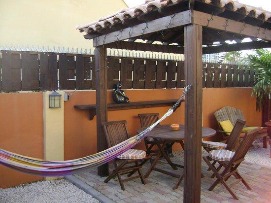 Carinas Studio Apartments: Patio