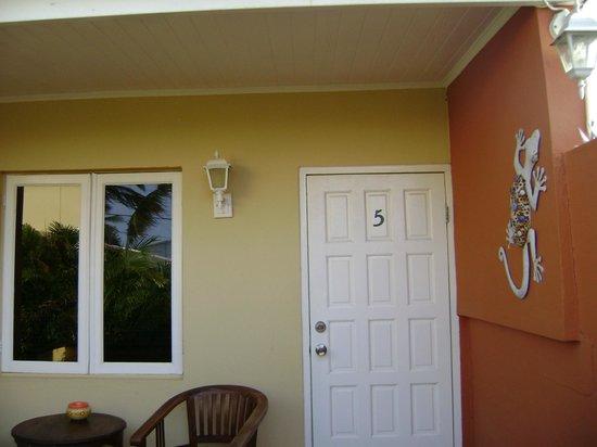 Carinas Studio Apartments: Entrada al departamento