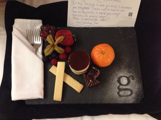 Hotel Le Germain Maple Leaf Square : Surprise gift from staffs with treats