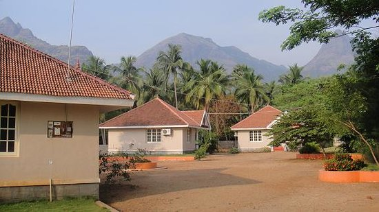 Courtallam, India: A/C Deluxe Cottage