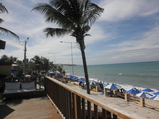 Manary Praia Hotel: Vsta da área da piscina para a praia