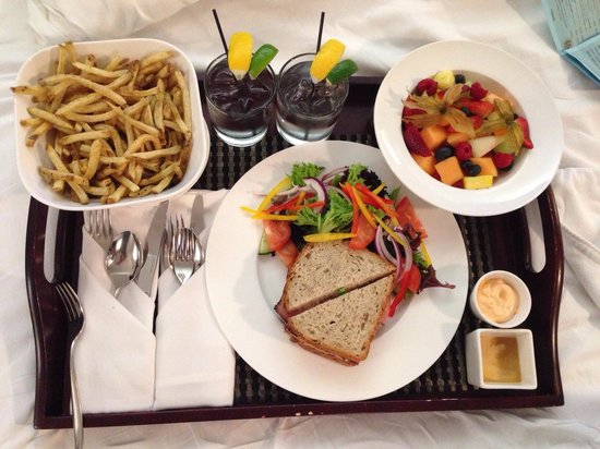 Hotel Le Germain Maple Leaf Square : Night room service. The best fries with spicy mayo.