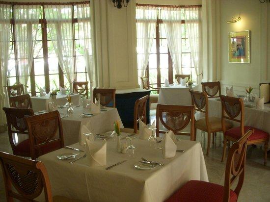 Settha Palace Hotel: レストラン01