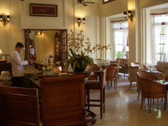 Settha Palace Hotel: バー01