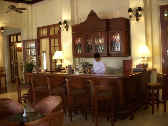 Settha Palace Hotel: バー02