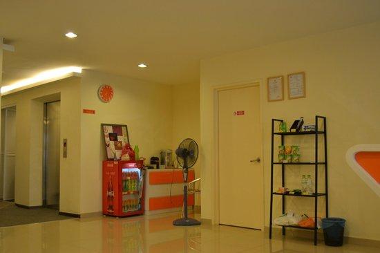 Orange Hotel: Hotel lobby