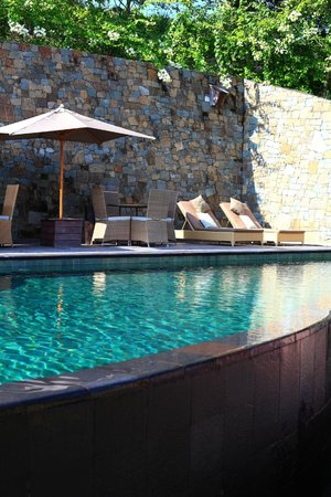 Sempiak Villas : The pool and breakfast area