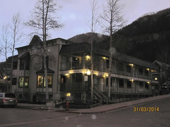 The Victorian Inn: Street view of Vic Inn