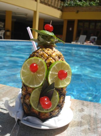 Hotel Pizzato Praia: Drink no Abacaxi