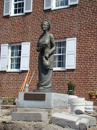 Jennie Wade House: Statue of Jennie in front of house.