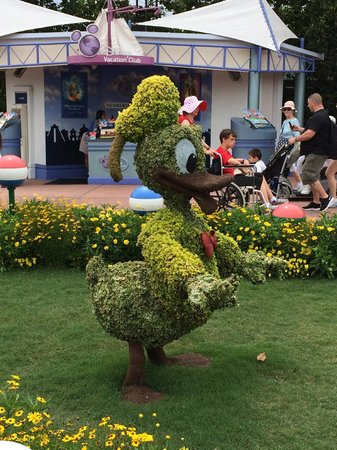 Epcot: The topiary throughout the park is lovely