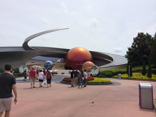 Epcot: Spacey