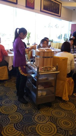 Top One Seafood Chinese Restaurant: Soya bean curd trolley