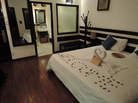 Cinnamon Hotel Saigon: 部屋のベッドに花びらで「WELCOME」の文字が…