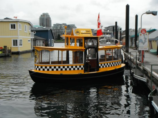 Victoria Harbour Ferry : Ferry Docking