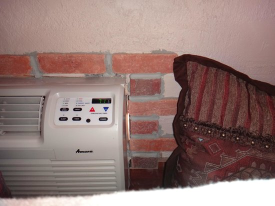 Grand Canyon Inn & Motel: Hole between air conditioner and wall whistled all night.