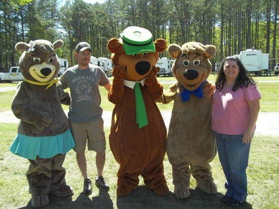 Yogi Bear's Jellystone Park at Gloucester Point: Pics with the gang