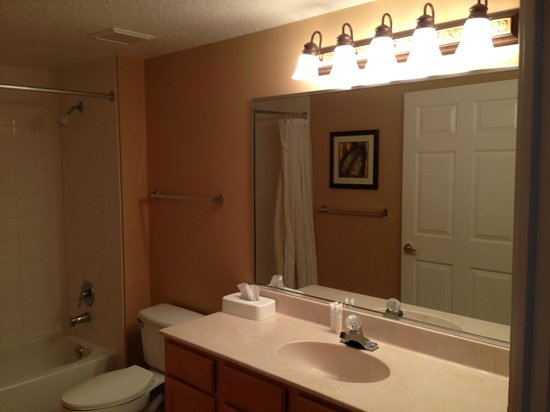 Summer Bay Orlando By Exploria Resorts : First Bathroom