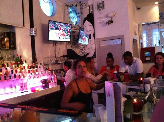 Posh South Beach Hostel: Bar do hostel - bebidas free no happy hour