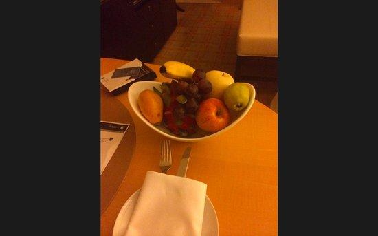 JW Marriott Hotel Beijing: Welcome Fruit
