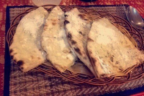 Omar's Tandoori cafe : Naan bread