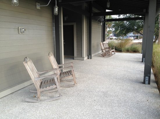 Shem Creek Park: Rocking chairs at the trailhead building are a fun touch.