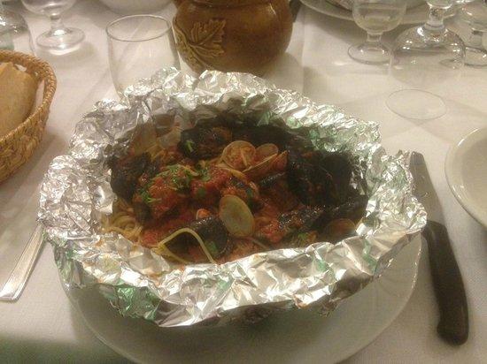 Casa Nini B&B: Spaghetti in Mandello restaurant