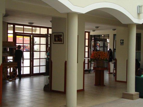Eco Inn Cusco: entrada del hotel