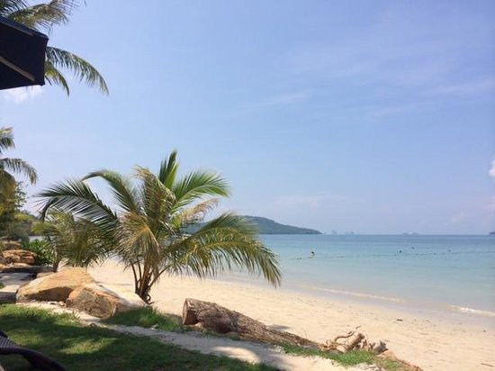 Beyond Resort Krabi: Good clean beach and sea - longtail boats offer tours here also.