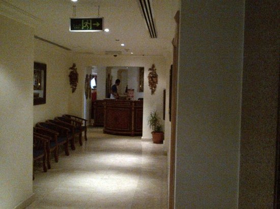 Grand Qatar Palace Hotel: lobby