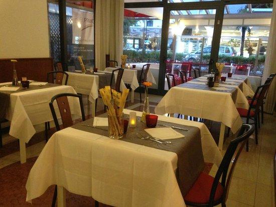 Velvet Restaurant: Sala interna molto carina