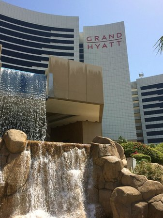 Grand Hyatt Dubai : hotel from outside